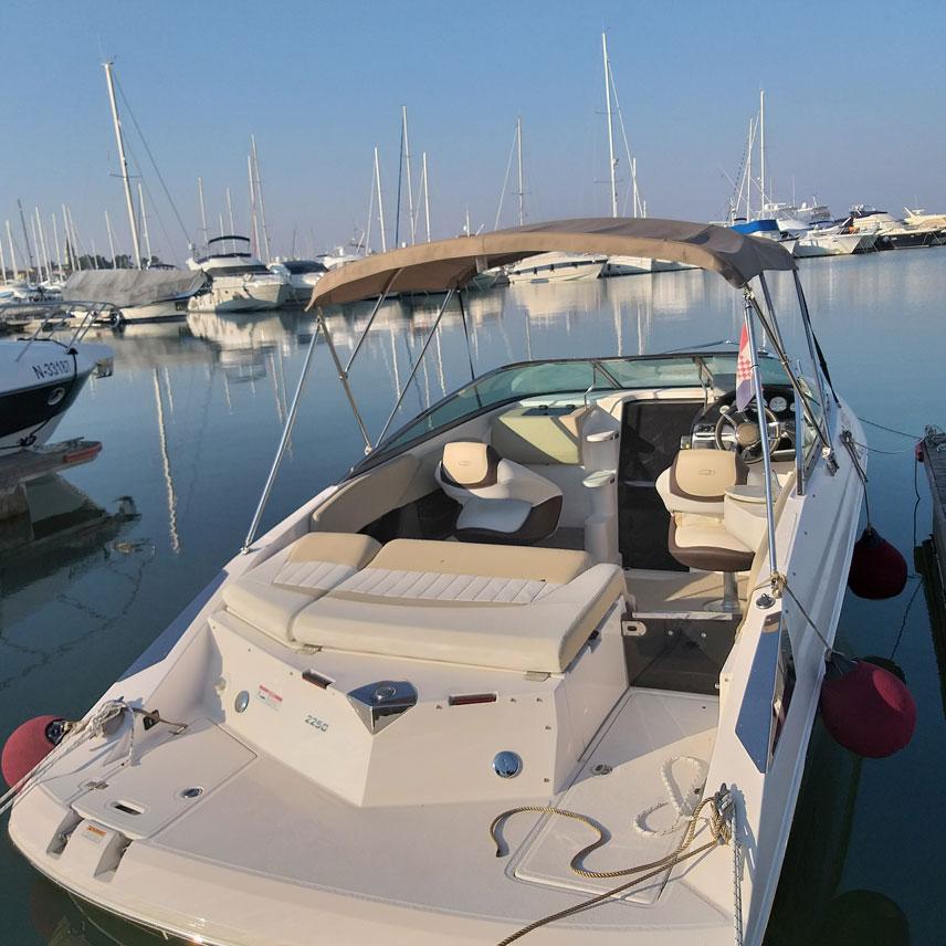 HMZ Villas Motorboot